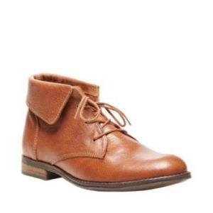 Steve Madden Stingrei Boot. Steve Madden goes a little bit preppy thanks to lace-up styling and fold-down collar